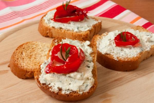 Гренки с сыром и запеченным перцем
