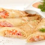 Гречишные блины с лососем и омлетом