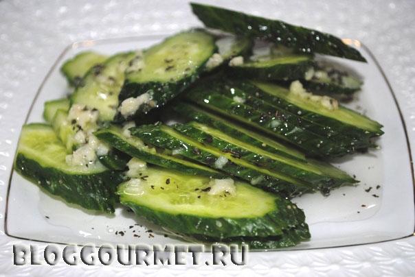 салат из свежих огурцов с перечной мятой