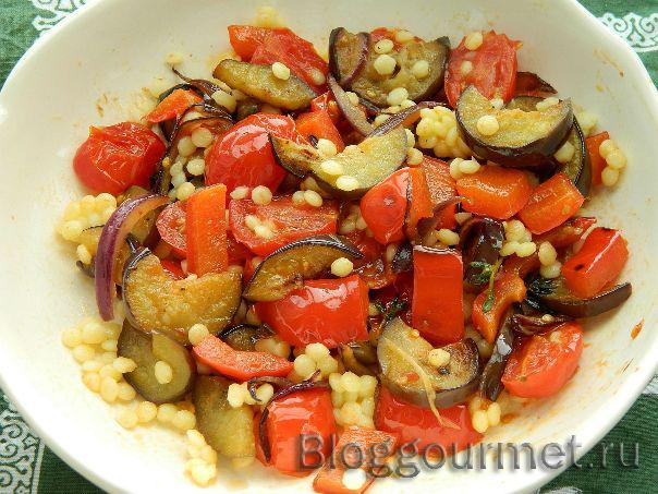 Теплый салат с кускусом и обжаренными овощами