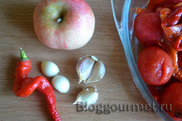 Зеленые помидоры в аджике