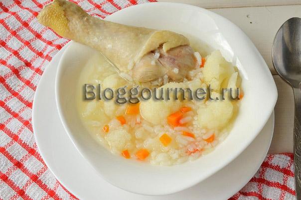 Суп рисовый с куриной голенью и цветной капустой