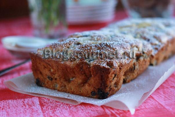 Бисквитный пирог с яблоками и смородиной
