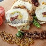 Рулет из куриного филе с сыром и с вялеными томатами