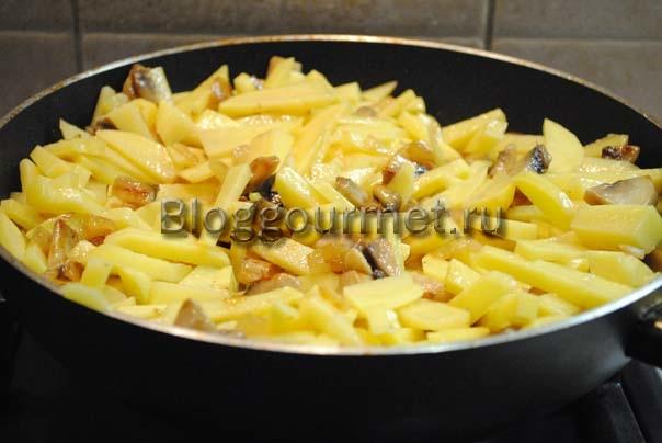 как пожарить картошку с грибами
