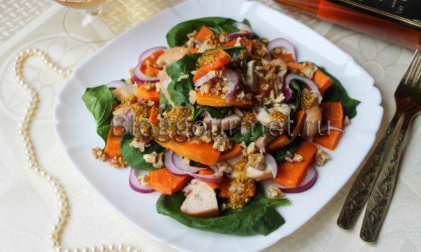Салат с тыквой, курицей и красным луком