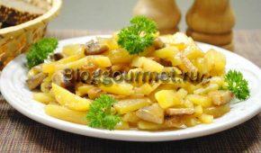 Миниатюра к статье Как пожарить картошку с грибами на сковороде