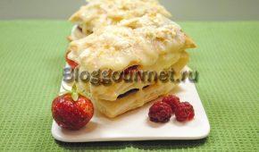 Миниатюра к статье Хрустящий мильфей с ягодами: рецепт с фото