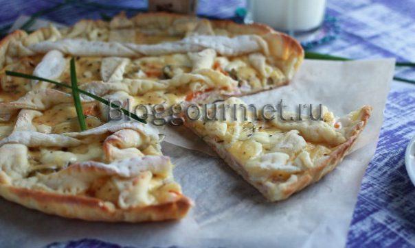 Пицца с солеными огурцам
