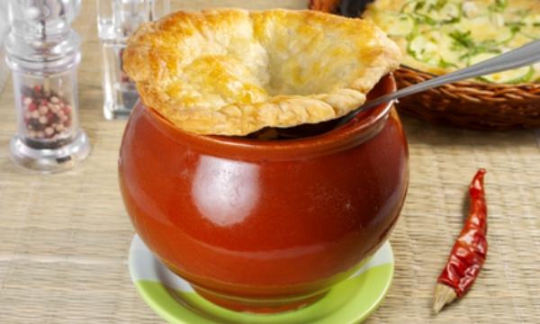 Грибной суп-пюре с крышечками из слоеного теста