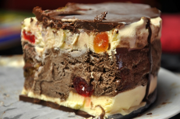 Торт с мороженым и шоколадным ганашем