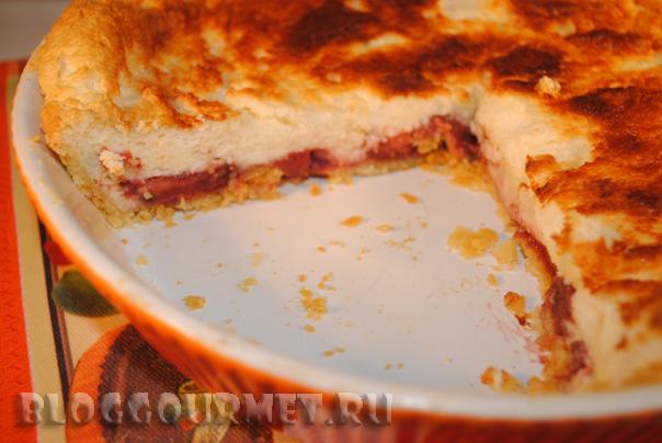 пирог с творожным суфле и клубникой