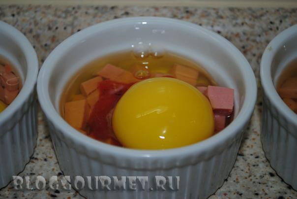 яйца, запеченные в томатном соусе