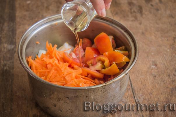 Острая овощная икра из моркови и томатов