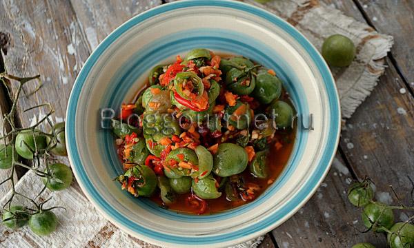 Зеленые помидоры маринованные с овощной сальсой