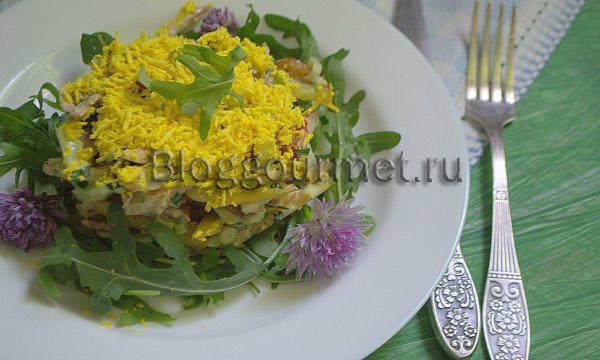 Салат с жареной картошкой и телятиной