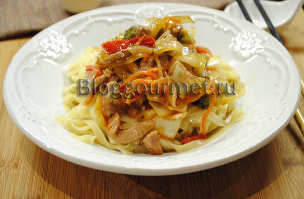 Свинина в соусе терияки с овощами и лапшой