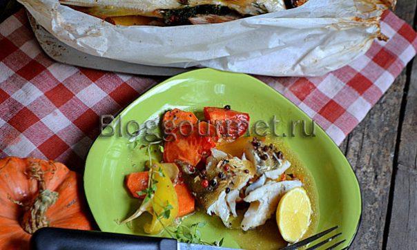 Судак в духовке на овощной подушке
