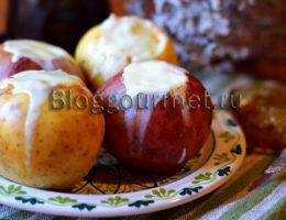 Печеные яблоки с медом и морковью