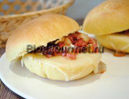 бутерброды с колбасой и сыром в духовке